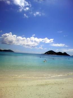 沖縄の海、日本の夏。