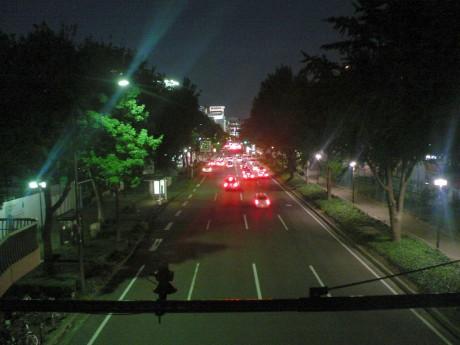 若宮大通本町の交差点から東を望む。